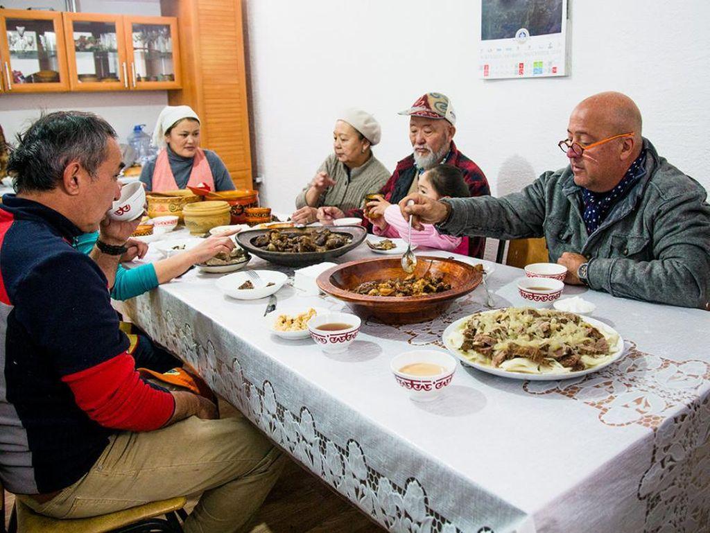Orang-orang di Kazakhstan memakan semua bagian kuda yang ada, mulai dari surai hingga bagian rektum atau usus kuda. Mereka tidak pernah menyia-nyiakan bagian dari tubuh hewan.