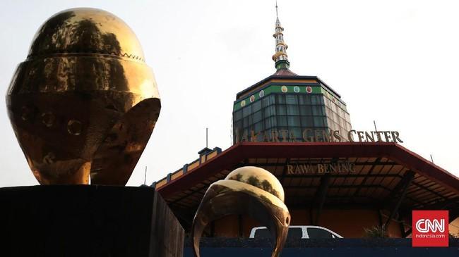 <p>Jakarta Gems Center (JGC) Rawa Bening yang saat ini merupakan pusat batu mulia modern terbesar se-ASEAN diresmikan pada 12 Mei 2010 oleh Gubernur DKI Jakarta Fauzi Bowo. Pasar modern batu mulia ini bermula dari sebuah pasar tradisional batu aji. (CNN Indonesia/Andry Novelino)</p>