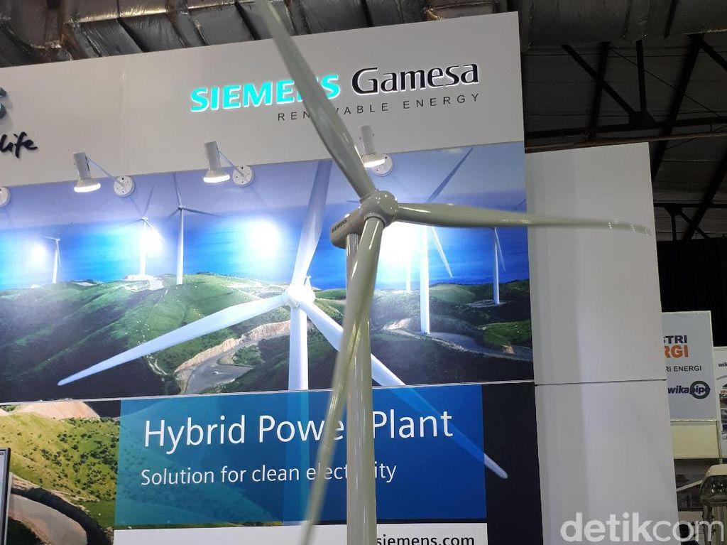 Pembangunan PLTB Sidrap ini dilakukan oleh Independent Power Producer (IPP) asal Amerika Serikat, UPC Renewables dan telah melakukan PPA atau tandatangan jual beli listrik dengan PLN pada Agustus 2015.