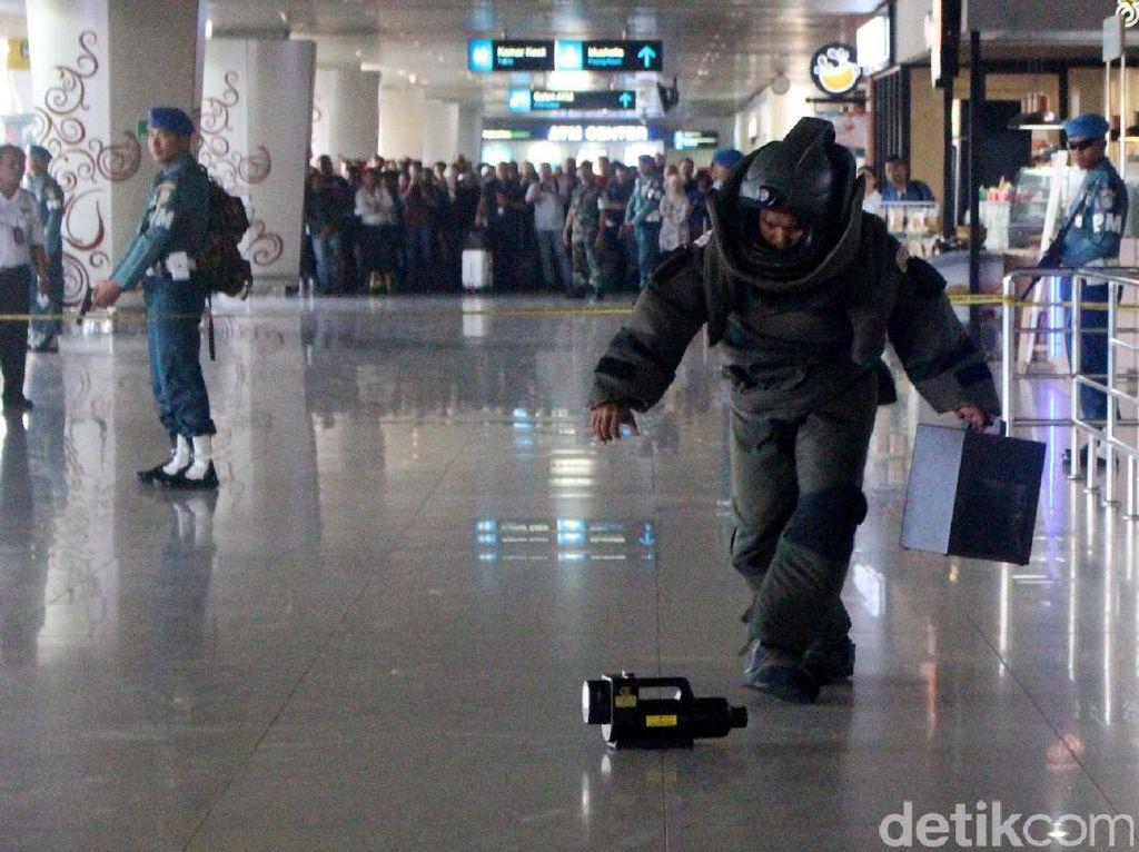 Bom yang diletakkan akhirnya dapat dievakuasi dan dijinakkan.
