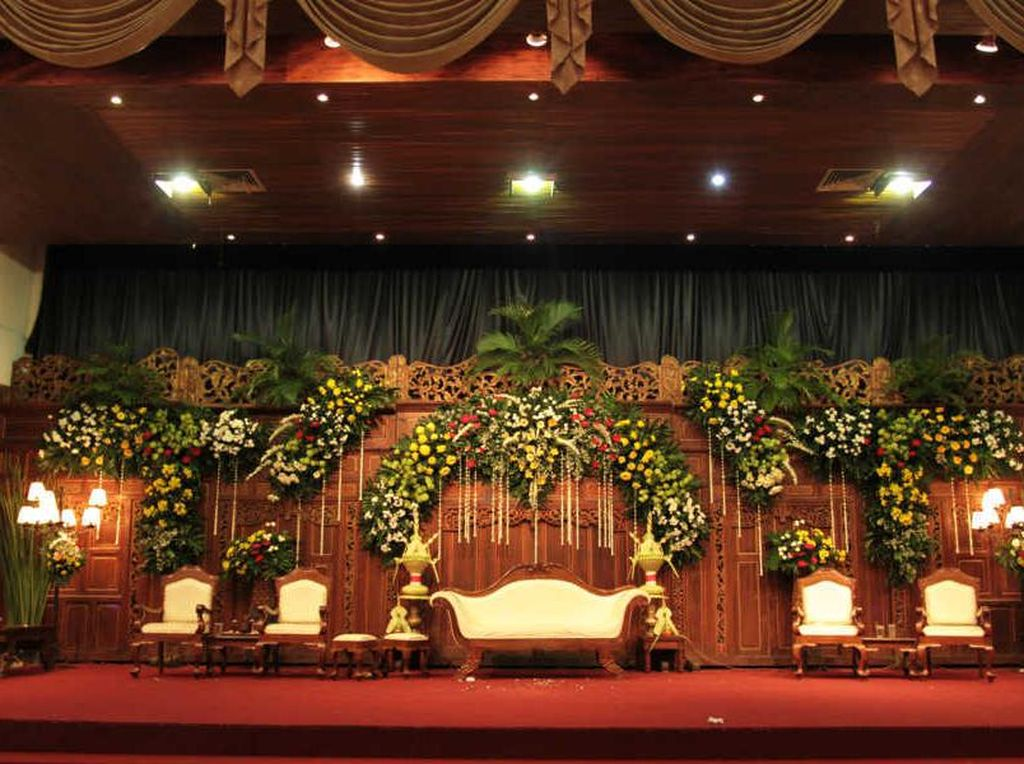 Begini tampilan tempat pengantin dan keluarga untuk menerima tamu saat resepsi. Foto: Dok. Chilli Pari Catering