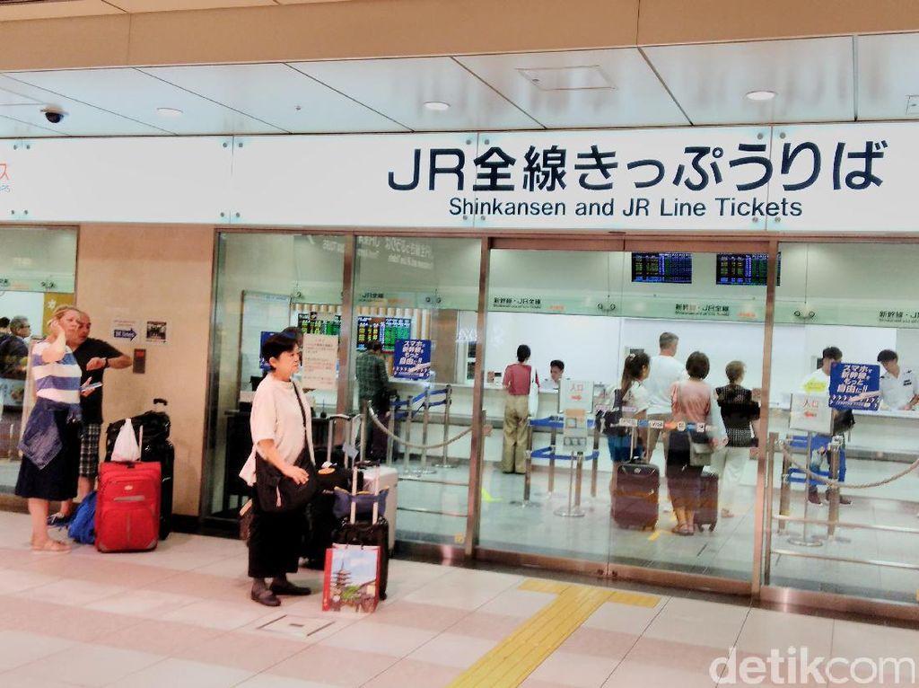 Harga tiket bervariasi tergantung jarak. Contohnya, Tokyo-Kyoto 13.710 yen atau setara Rp 1.645.200.