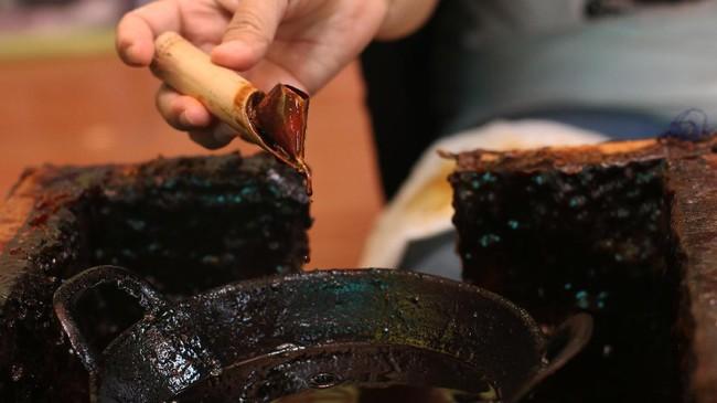 Beruntung ada beberapa pihak yang berusaha keras untuk melestarikannya, di antaranya sanggar Batik Betawi Terogong yang terus memproduksi batik khas Betawi.(ANTARA FOTO/Syailendra Hafiz Wiratama)