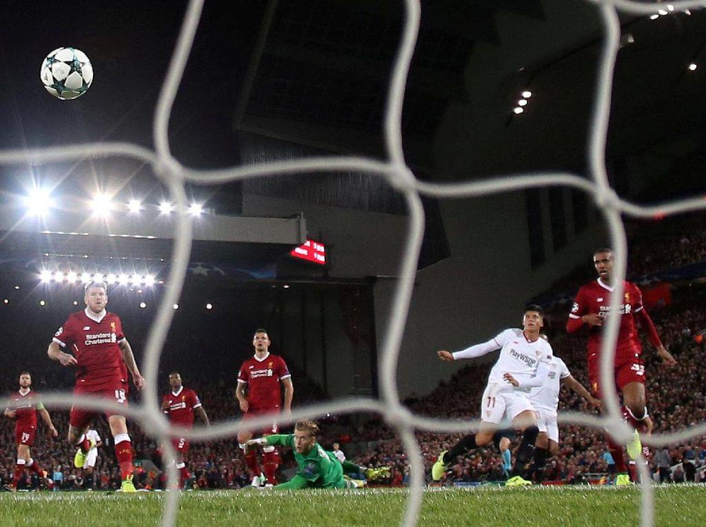 Joaquin Correa membuat Sevilla menyamakan skor jadi 2-2 di menit ke-72. (Foto: Jason Cairnduff/Action Images via Reuters)