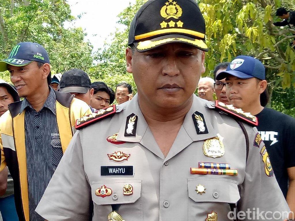 Kapolresta Palembang Kombes Pol Wahyu Bintono saat tiba di lokasi untuk bernegosiasi (Raja Adil Siregar/detikcom)