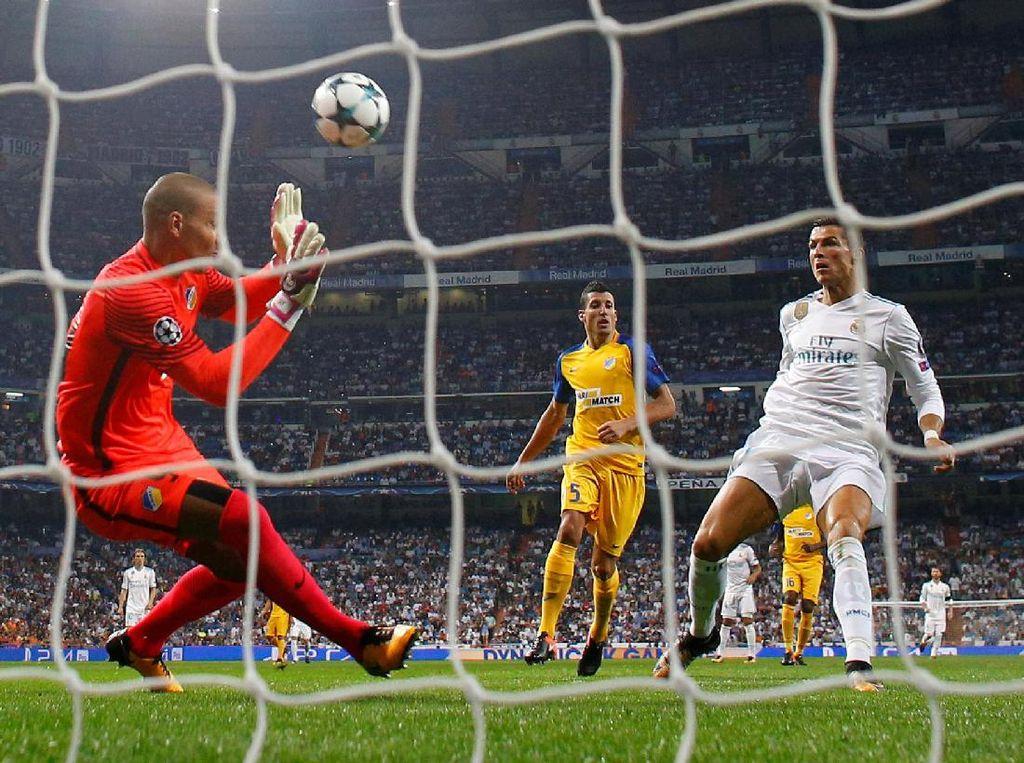 Di menit ke-85, Ronaldo sempat mencetak gol. Tapi gol itu dianulir karena Ronaldo sudah terjebak offside. Foto: Paul Hanna/REUTERS