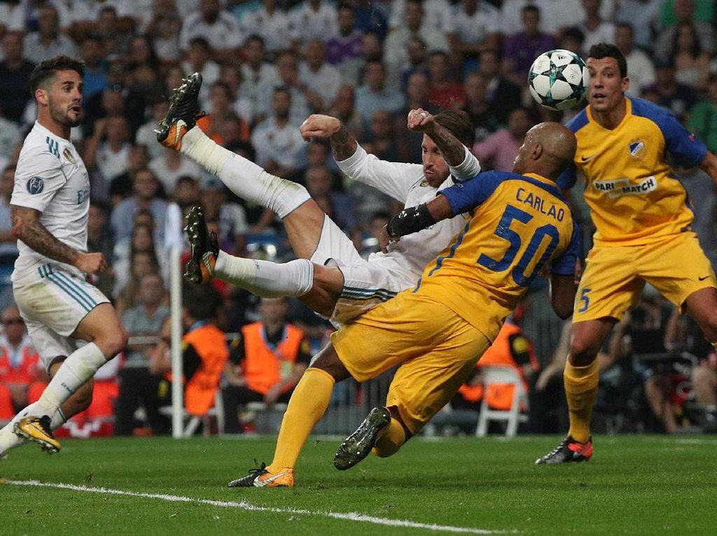 Madrid menambah gol lewat tendangan akrobatik Sergio Ramos. Foto: Sergio Perez/Reuters