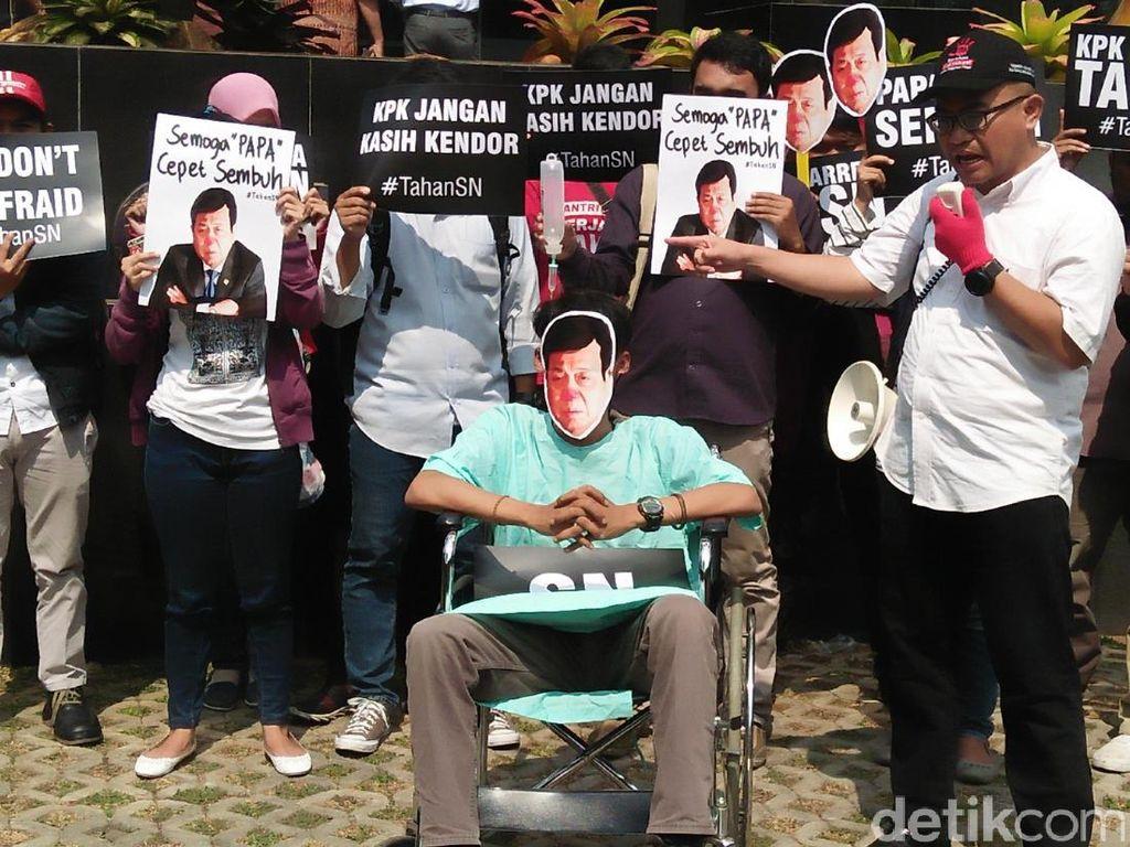 Mereka menyebut gugatan praperadilan yang diajukan Novanto adalah upaya mengulur waktu dan siasat untuk terlepas dari jerat status tersangka (Foto: Faiq Hidayat/detikcom)
