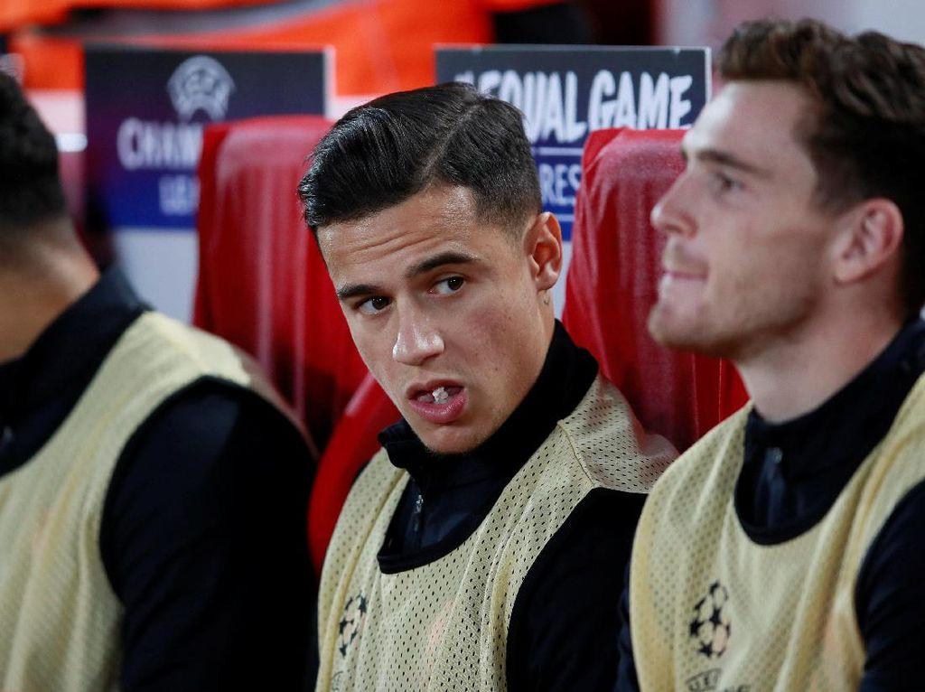 Philippe Coutinho, yang masa depannya santer dispekulasikan pada musim panas, duduk di bangku cadangan Liverpool. (Foto: Jason Cairnduff/Action Images via Reuters)