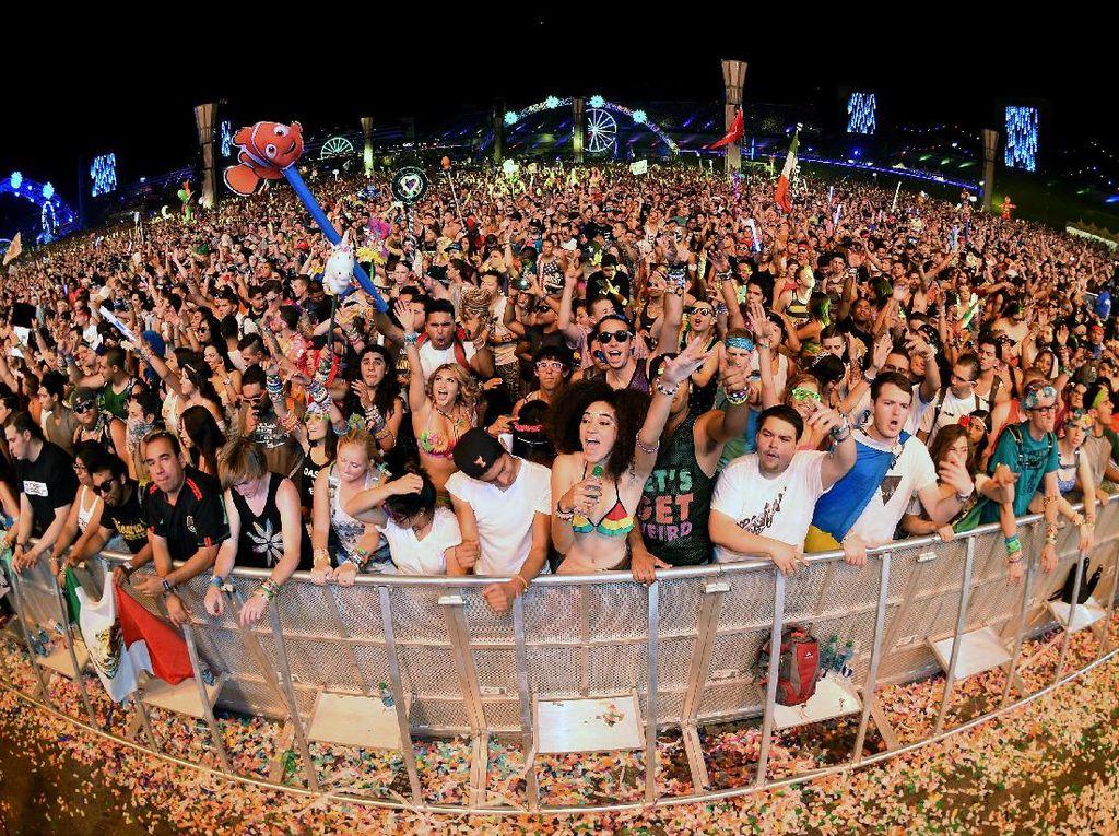 Di Indonesia, DJ yang kini punya nama besar seperti tak bisa lagi dihitung jari, bahkan mereka dipayungi beberapa festival musik besar bertaraf internasional. Foto: Ilustrasi Musik Elektronik (Getty Images)