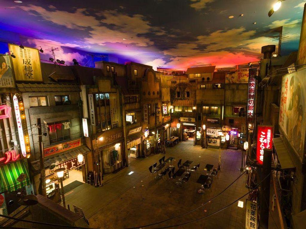 Ada pula Shin-Yokohama Ramen Museum di Jepang. Lantai satu berisi sejarah dari ramen. Sementara lantai dasar berisi 9 restoran dengan sajian ramen dari wilayah berbeda di Jepang. Semakin unik karena dibuat dengan tampilan replika jalanan tahun 1958.