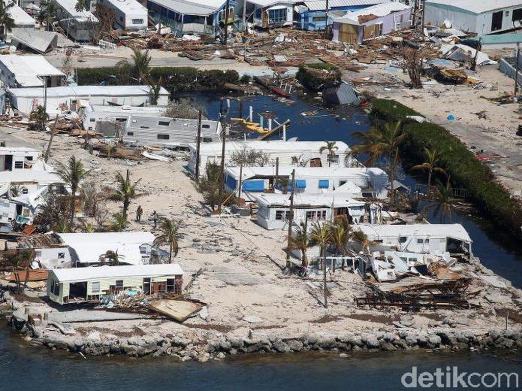 Taman trailer yang rusak gara-gara badai Irma (Foto: REUTERS/Carlo Allegri)