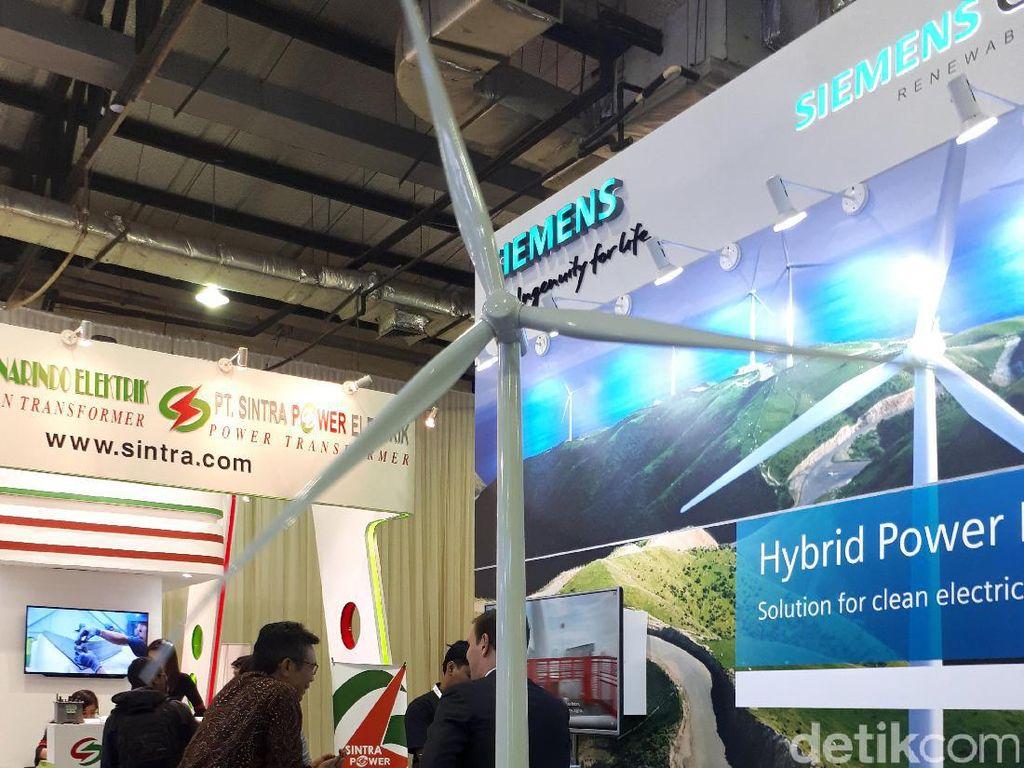 Kipas angin raksasa tersebut diproduksi oleh perusahaan asal Spanyol bernama Gamesa. Dan khusus untuk tiang, didatangkan dari Serang di Banten. Bagi masyarakat yang ingin melihat penampakan turbin-turbin angin raksasa tersebut, bisa langsung melihatnya pada pameran di IndoEBTKE ConEx di Balai Kartini, Jakarta, Kamis (14/9/2017).