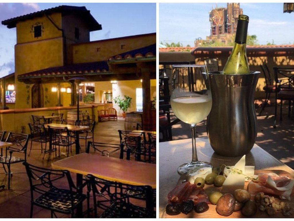 Alfresco Tasting Terrace yang berada di Disney California Adventure ini bisa dijadikan tempat bersantai bersama pasangan. Di teras Alfersco yang terinspirasi oleh Tuscan ini punya pemandangan yang cantik dengan hidangan spesial. Foto: Istimewa