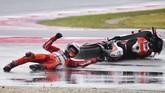 Kecelakaan di GP San Marino membuat Jorge Lorenzo untuk kali kedua gagal finis di MotoGP 2017 setelah kali pertama terjadi di GP Argentina. (AFP PHOTO / Marco BERTORELLO)