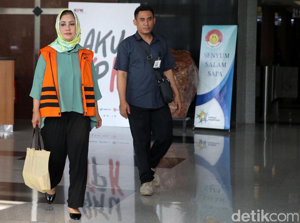Bunda Sitha dan Amir diduga melakukan korupsi sebagai modal untuk maju Pilkada 2018.