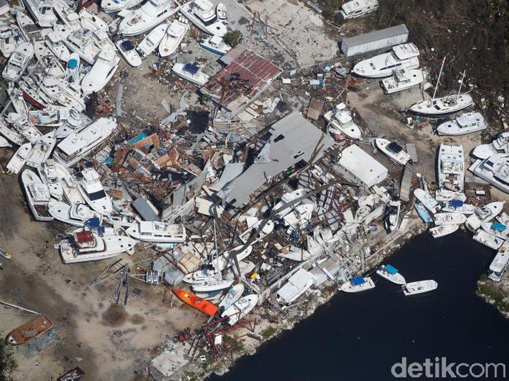 Potret kerusakan marina dari atas (Foto: REUTERS/Carlo Allegri)