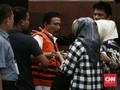 Bupati Batubara Diantar Istri saat Ditahan KPK