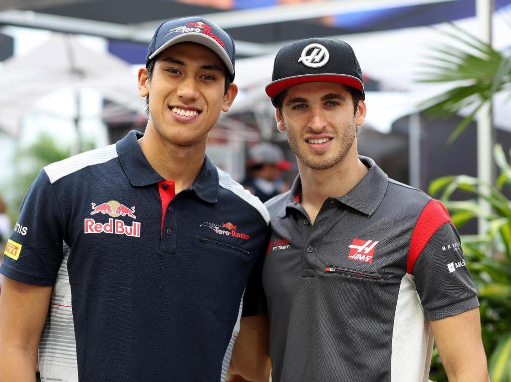 Giovinazzi sendiri sekarang menjadi test driver di tim Haas. Dia akan beradu cepat dengan Sean di free practice I GP Singapura. Foto: Scuderia Toro Rosso