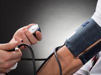 Melewatkan waktu makan bisa membuat tekanan darah kamu naik turun karena tubuh harus melepas hormon. Ini tidak bagus karena bisa memicu penyempitan pembuluh darah. (Foto: Ilustrasi/thinkstock)