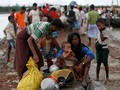 Bangladesh Larang Warga Rohingya Tinggalkan Kamp