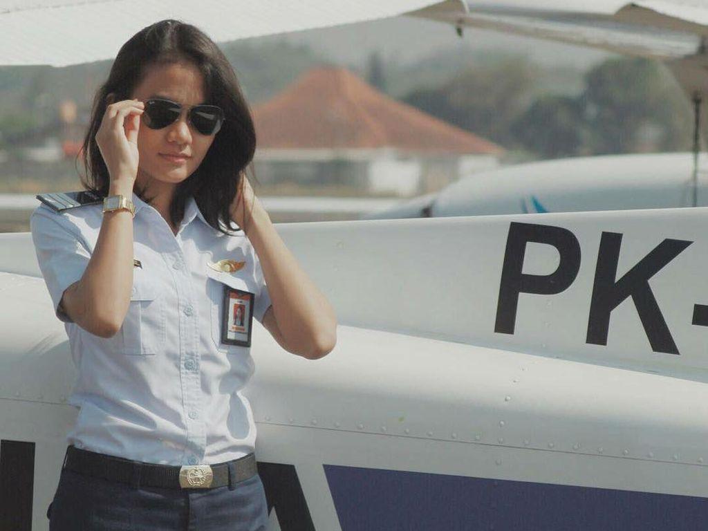 Pesona Mellisa Anggiarti, Pilot Cantik yang Senyumannya Bikin Melayang