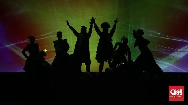 Sebagai penutup, dua lagu karya Ifa Fachir (penata musik) dan Simhala Avadana dibawakan oleh seluruh pemeransebagai tanda apresiasi kepada Benyamin. Lagu itu berjudul 'Karya Untukmu' dan 'Muke Kampung Rejeki Kota' yang terinspirasi dari banyak judul lagu Benyamin. (CNN Indonesia/ Hesti Rika)