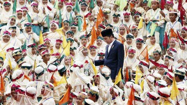 Jokowi Siap Beri Beasiswa Santri Berprestasi