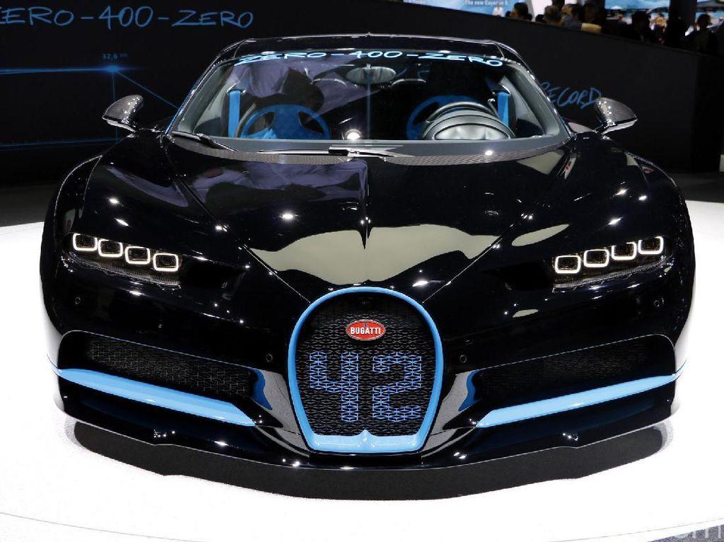 Dengan banderol harga hampir Rp 41 miliar, mobil buatan Prancis Bugatti Chiron tercatat paling boros soal konsumsi BBM dengan 4,6 km/liter.Foto: Dadan Kuswaraharja
