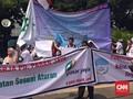 Ratusan Pekerja PD Pasar Jaya Demo di Balai Kota