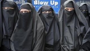 Mahasiswa Iran Bentrok Terkait Aturan Wajib Hijab