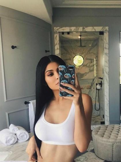 Lagi, Tersebar Foto Hamil Kylie Jenner yang Lebih Dari 6 Bulan