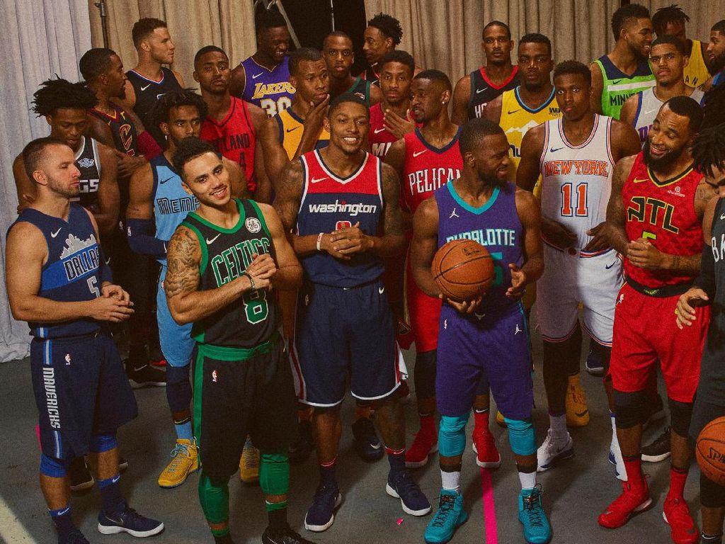 Jika sebelumnya setiap tim memiliki jersey home dan away, mulai musim depan Nike menyiapkan empat set kostum untuk masing-masing tim. Empat set jersey itu dinamai icon, association, statement, dan community-inspired. (nike.com)