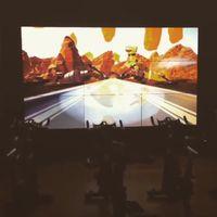 Kalau bersepeda statis di gym biasanya membosankan, dengan virtual reality orang bisa merasa benar-benar sedang bersepeda melintasi tempat yang indah. Foto: Instagram