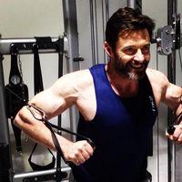 Selain angkat beban, melatih otot tangan juga bisa dilakukan seperti ini. (Foto: instagram/@thehughjackman)