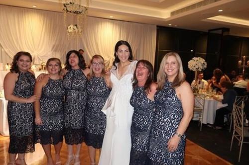 Malu Banget, 6 Wanita Ini Pakai Baju Sama Persis Saat Kondangan