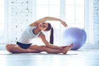 Di samping membangun kekuatan, fleksibilitas, dan daya tahan tubuh, pilates juga termasuk salah satu olahraga aerobik yang bisa meredakan stres. (Foto: ilustrasi/thinkstock)