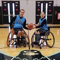 Ketika kamu dan pasanganmu sama-sama atlet basket, sekali-kali bertanding bersama yuk. (Foto: Instagram/ogwheels30)