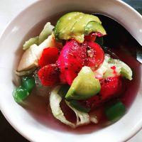 Bisa juga mengombinasi buah-buahan kaya air lainnya menjadi es buah agar semakin menarik dijadikan santapan. (Foto: Instagram @lilis_agits)
