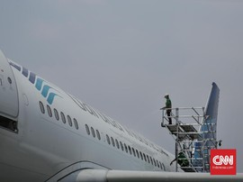 Garuda Mendarat Darurat di Halim, Penumpang Tertahan 1 Jam