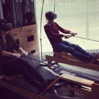 Sedang apa ya kira-kira mereka, mungkin lomba mengayuh perahu? Foto: Instagram