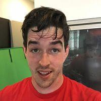 Seperti pria ini yang mengaku cukup lelah dan berkeringat sehabis berolahraga dengan virtual reality. Foto: Instagram