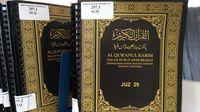 Beragam buku bacaan tersedia, dari buku kisah inspiratif, buku fiksi, sampai kitab suci seperti Al-Quran. (Foto: Erika/detikHealth)
