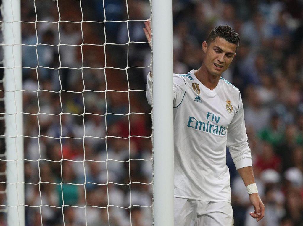 Kekalahan ini memperburuk start Madrid di La Liga musim ini. Dari lima pertandingan yang telah dimainkan, Madrid cuma menang dua kali sehingga baru mengumpulkan 8 poin, tertinggal tujuh poin dari rival abadinya Barcelona di puncak klasemen. Foto: Sergio Perez/ Reuters