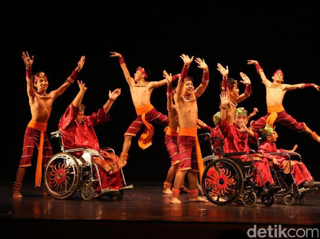 Menari bisa untuk siapa saja. Kali ini, Gala Balet Indonesia yang kedua mengajak penyandang difabel untuk menari bersama.Foto: Hanif Hawari