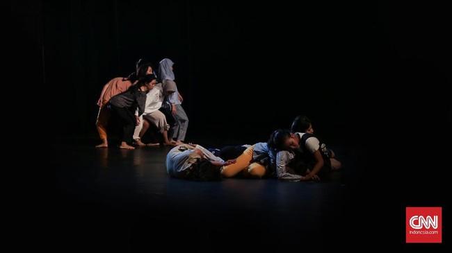 CanDoDance tampil di preview Gala Ballet ke-2 sehari sebelum sehari pentas berlangsung. Gala Balet ke 2 ini sudah berlangsung sejak Juni 2017 dan melahirkan dua Proses kolaborasi karya terbaru berjudul CanDoDance yang melibatkan sejumlah penari tuna rungu Indonesia. (CNN Indonesia/ Hesti Rika)