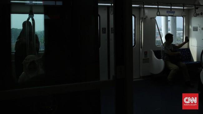 Rangkaian Skytrain bandara Soetta yang terdiri dari dua gerbong ini dapat mengangkut maksimal 176 penumpang sekali perjalanan. (CNN Indonesia/ Hesti Rika)