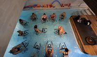 Di sisi lain, berolahraga di dalam air juga meminimalkan efek gravitasi. Bagi yang bermasalah dengan persendian, ini sangat menguntungkan karena bisa dibilang less impact. Foto: Reuters