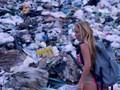VIDEO: Berselancar Membelah Perairan Penuh Sampah