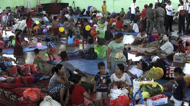 Gunung Agung Awas, Ribuan Pengungsi Pasrah Hidup di GOR